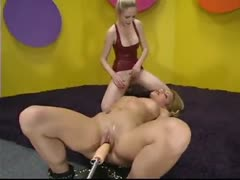 Jenni Lee and Chanta Rose have a threesome with a machine!
