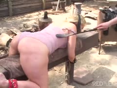 Outdoor spanking between two lezdom ladies