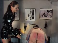 Latex lady sergeant bloody skin abuse to her captive