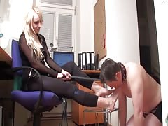 Blonde tranny with nice feet worshiped